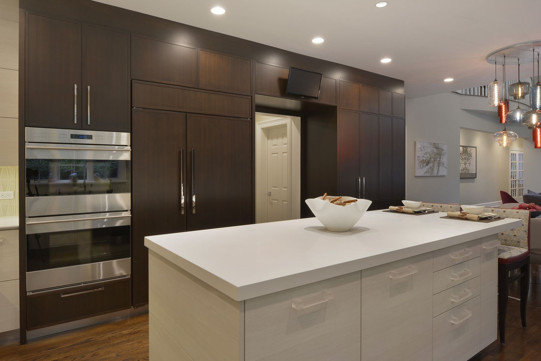 U Shaped Kitchen Features A Mix Of Flat Panel White Textured Laminate And Shaker Style Walnut F Transitional Kitchen Design Transitional Kitchen Kitchen Design