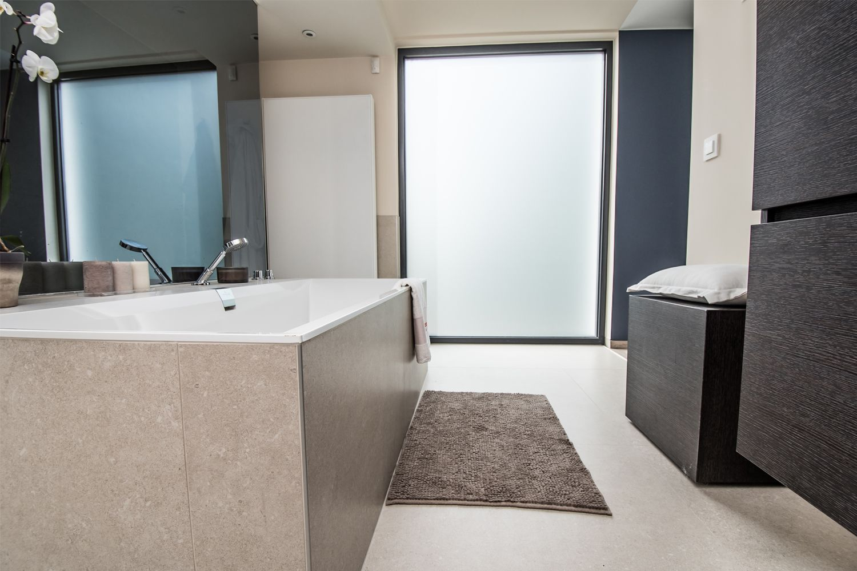 Moderne design badkamer met inloopdouche dagmar buysse bad