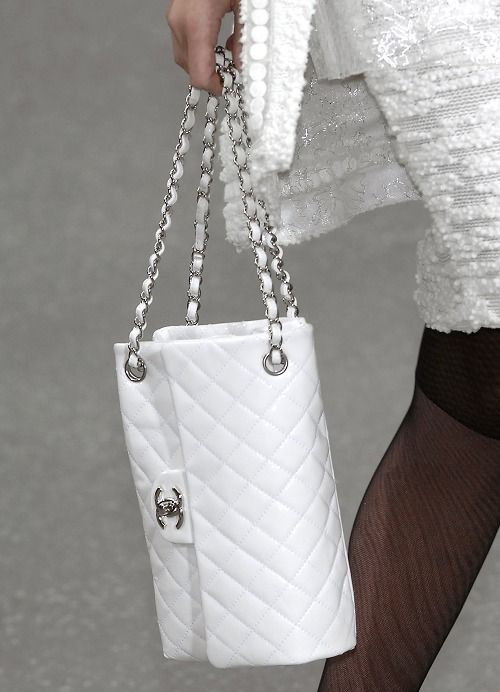 White Chanel Fashionbag.