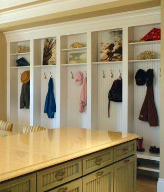 Organizing Small Homes Closet sin puertas y Arquitectura