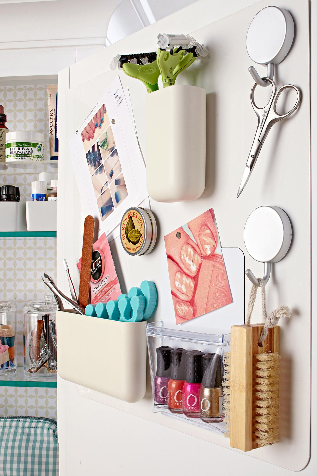 14 Small Space Hacks To Make The Most Of Your Tiny Bathroom In 2020 Diy Space Saving Bathroom Organization Diy Closet Organization Diy