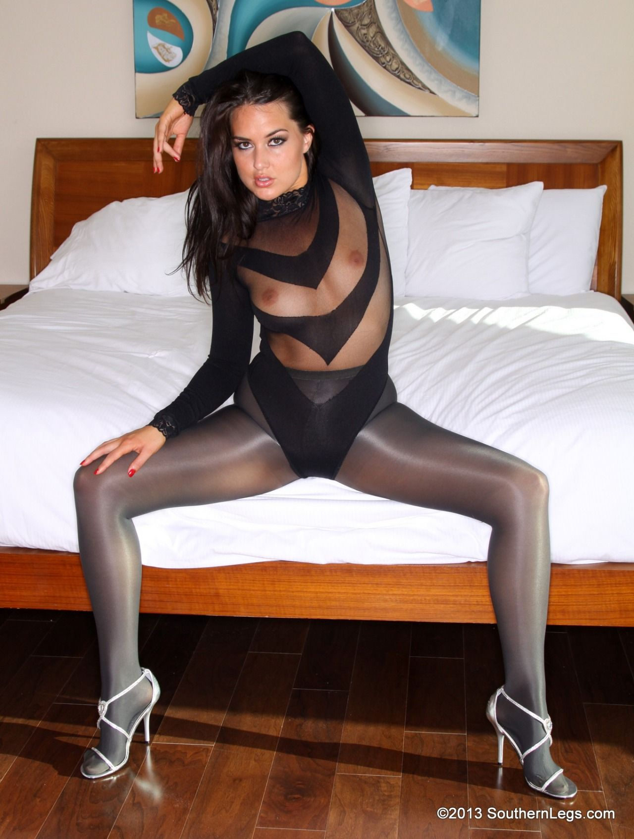 Donne maturetures stockings and leotard