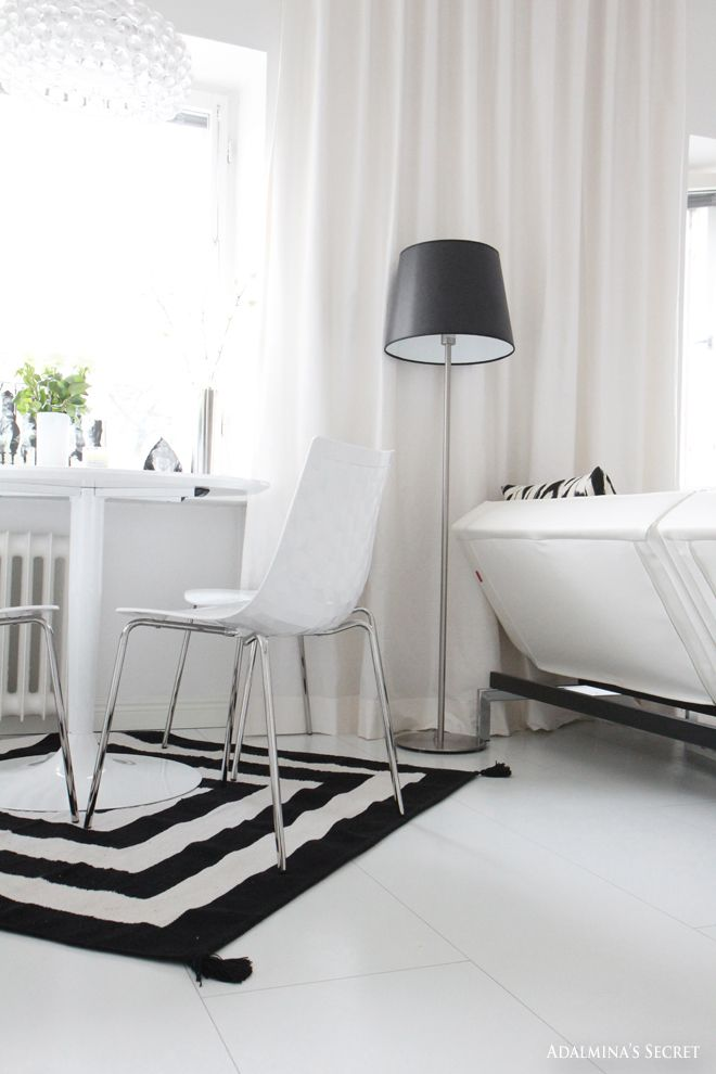 Modern black and white city apartment - Adalmina's Secret