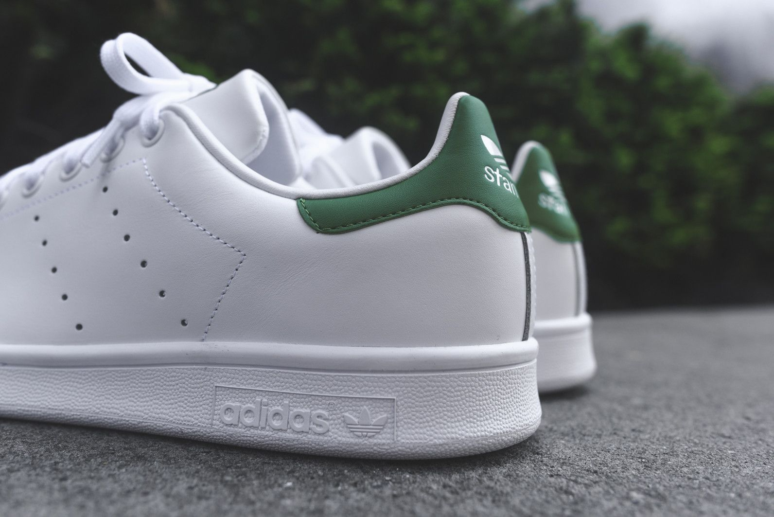 adidas Stan Smith - White / Green (Qariq) | Stan smith white ...