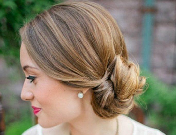 A Lovely Side Bun For Short Hair Gatsby Hair Womens Hairstyles Perfect Hair