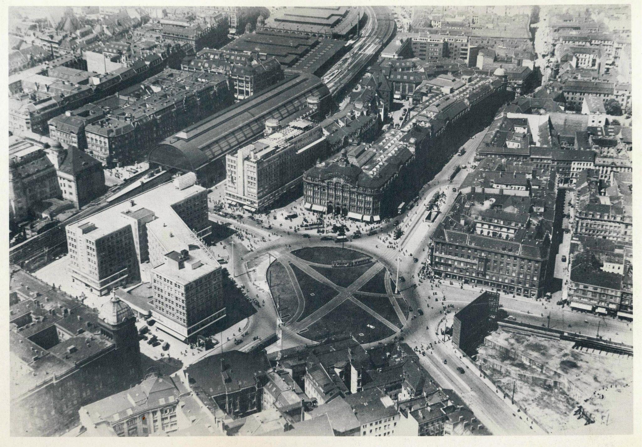 Historische Luftaufnahmen Berlin Alexanderplatz 1933 Berlin East Berlin Paris Skyline