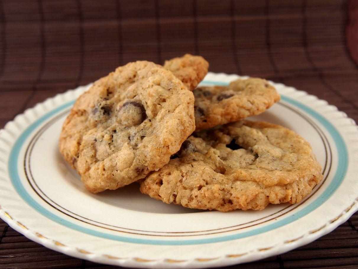 Thin Crisp Gluten Free Oatmeal Chocolate Chip Cookies Recipe