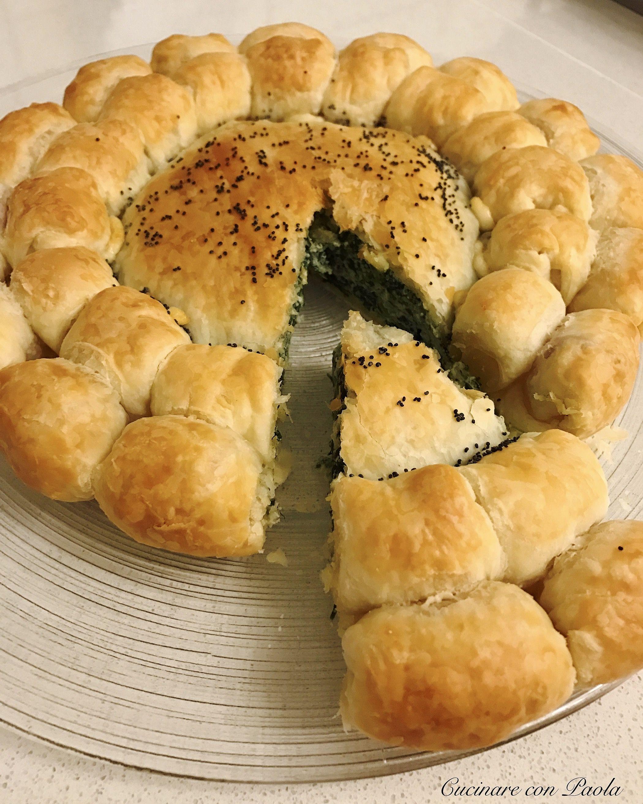 Fiore di pasta sfoglia ripieno ricotta e spinaci, formaggio filante e  würstel! Ricetta sul blog!