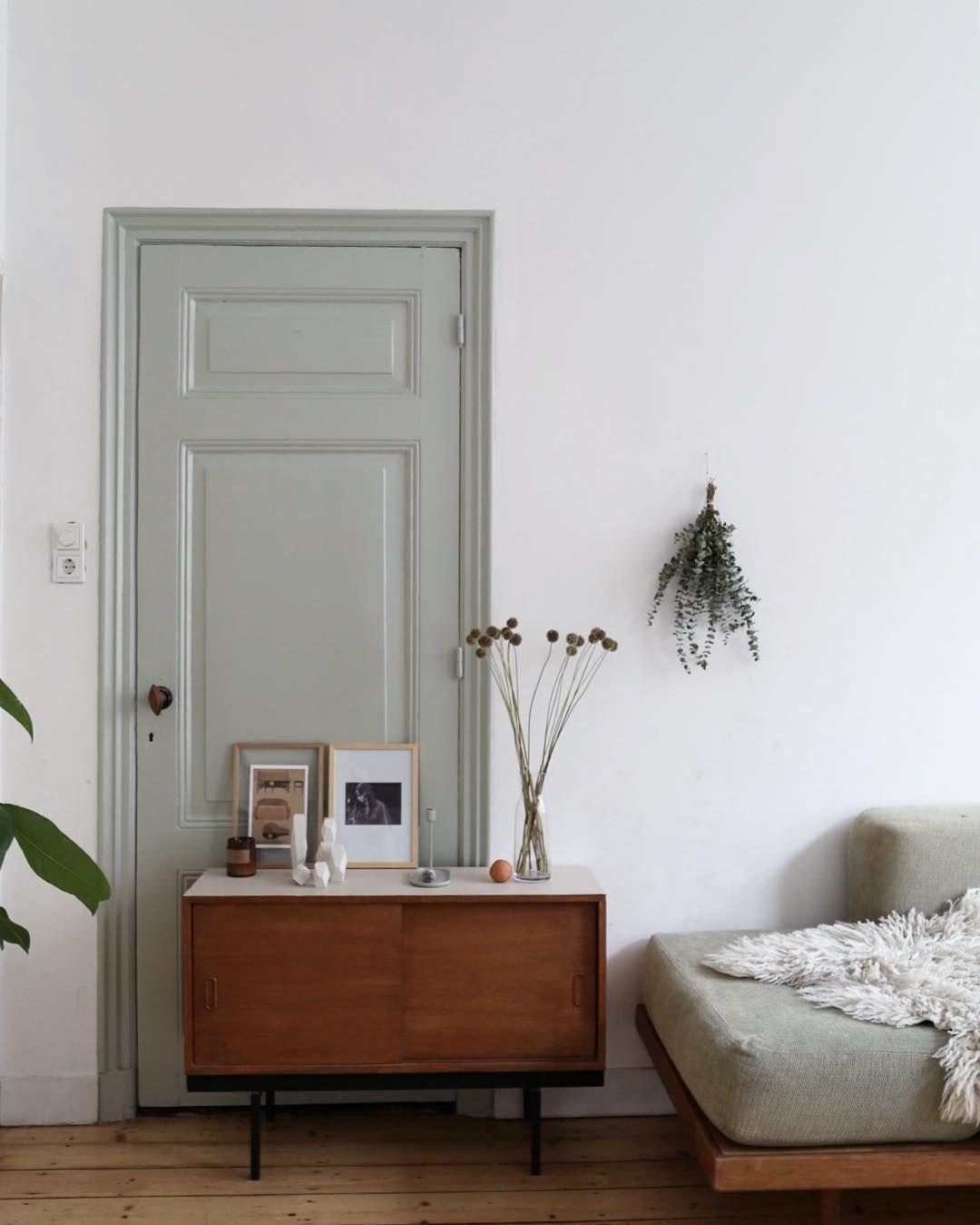 White Painted Interior Small: Maison Ardeche, Encadrement