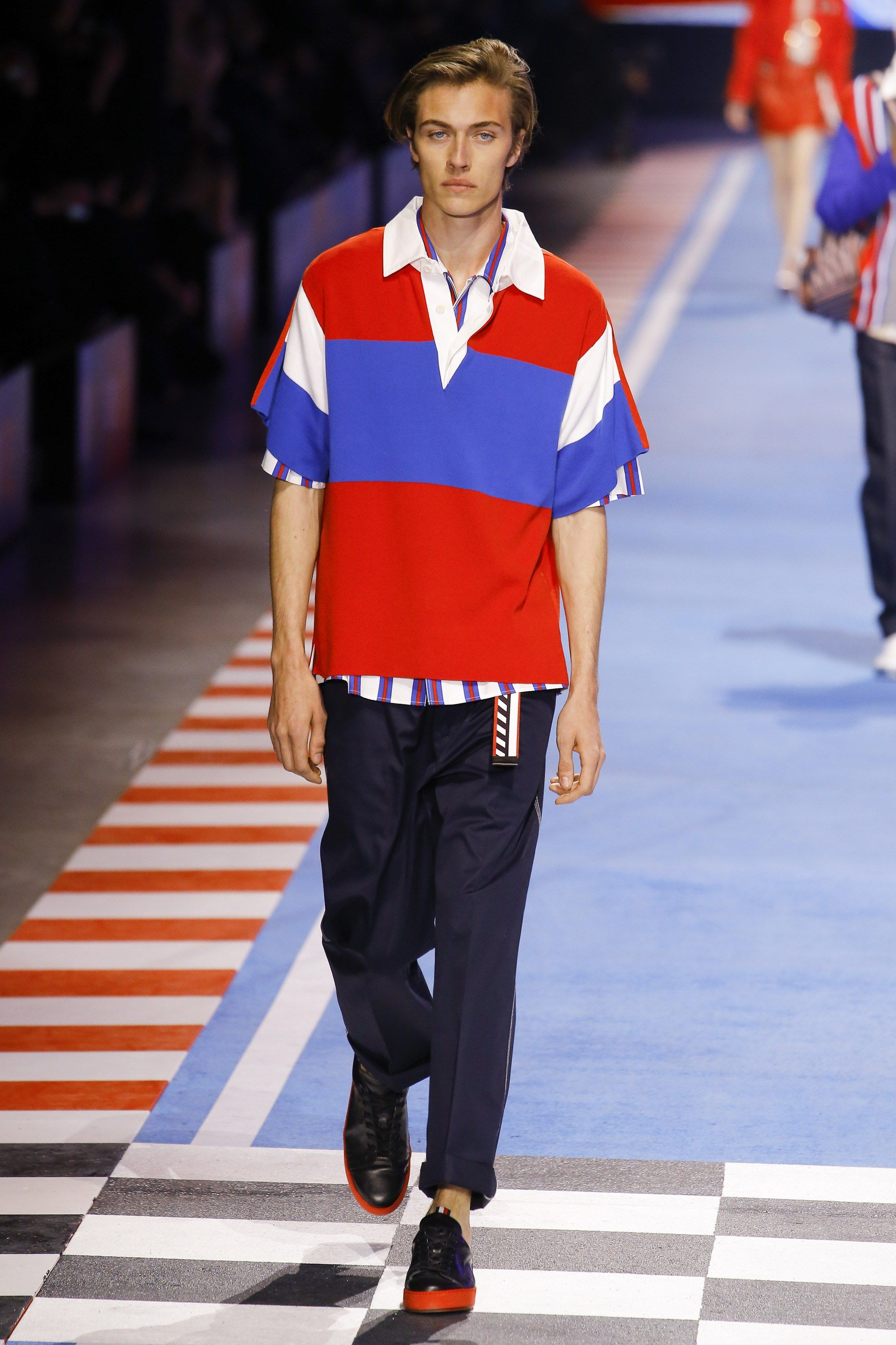 a3b0371f Tommy Hilfiger Spring 2018 Ready-to-Wear Fashion Show | Room 7 (F ...