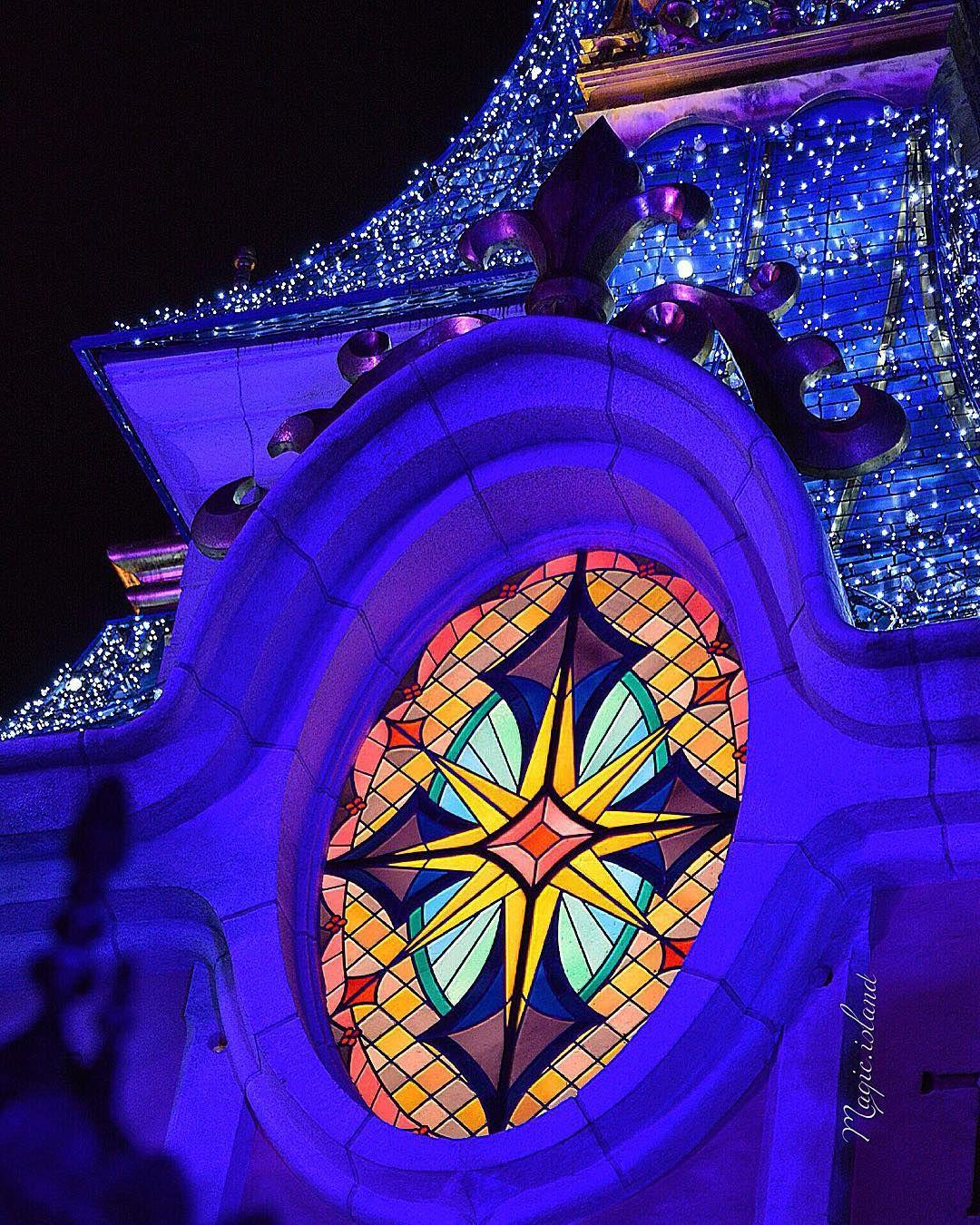 """✨ #castle #christmas #night #disney #disneyland #disneylandparis #disneyworld #waltdisneyworld #magic #magickingdom #details"""