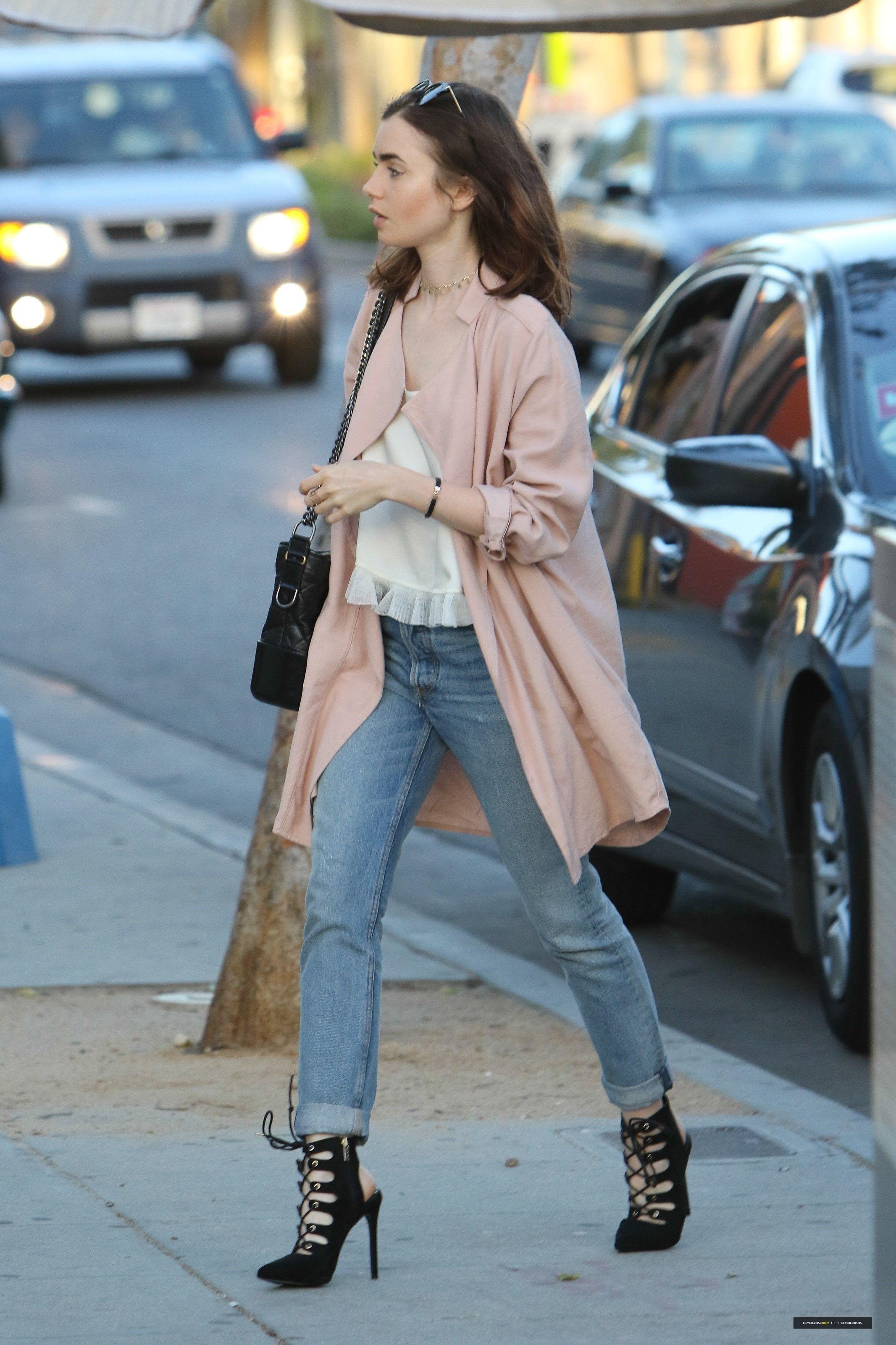 3a3155a52302 Pinterest: KarinaCamerino Lily Collins Casual, Lily Collins Style, Lily  Collins Fashion, Star