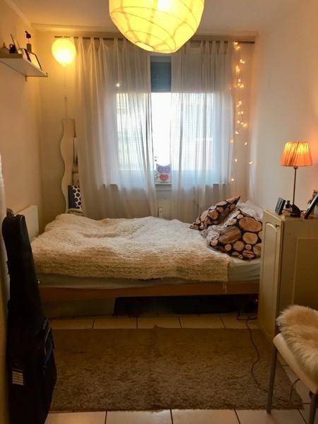Traumhafter Schlafbereich mit Gardinen und Lichterkette - gardinen fürs schlafzimmer