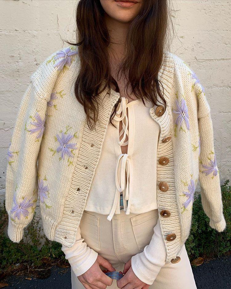 """Photo of LISA SAYS GAH på Instagram: """"🌷✨ Älskar Lucero-tröjan från alla vinklar ➡️⬇️⬆️⬅️"""""""
