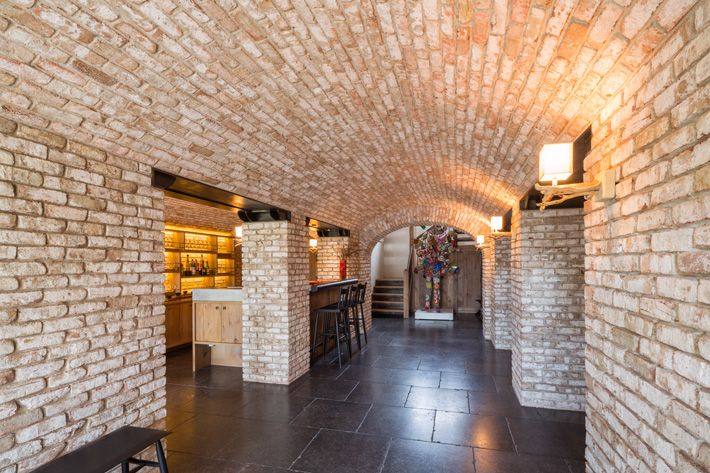 Glen Gery Brick Lorraine Full Range Thin Brick On The Walls And Barrel Ceiling Of This