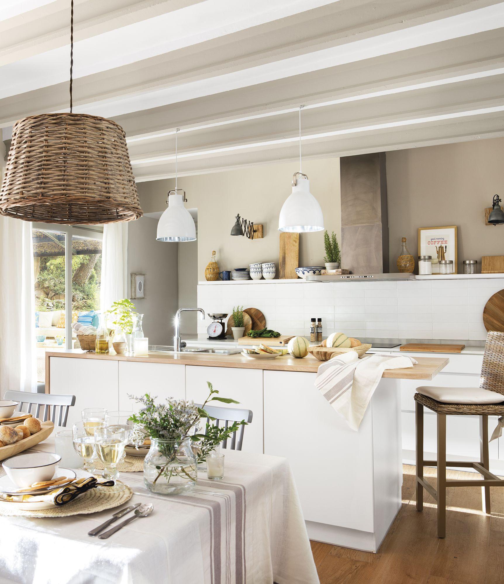 Una isla con cocina  Mesas de cocina, Decoración de cocina