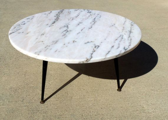 Merveilleux Marble Coffee Table Round 1960 Mid Century Mode.