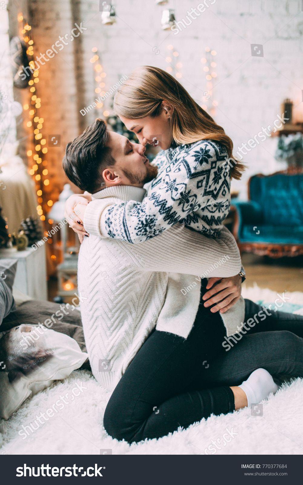 Guy Girl Celebrating Christmas Loving Couple: стоковая фотография (редактировать), 770377684