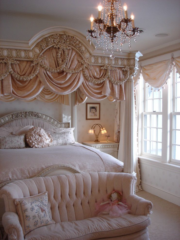 Traditional Antique Bedroom Décor