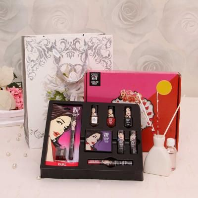 6431b7bb27 Makeup gift sets for wife - Buy beauty & grooming kit for women on Karwa  Chauth