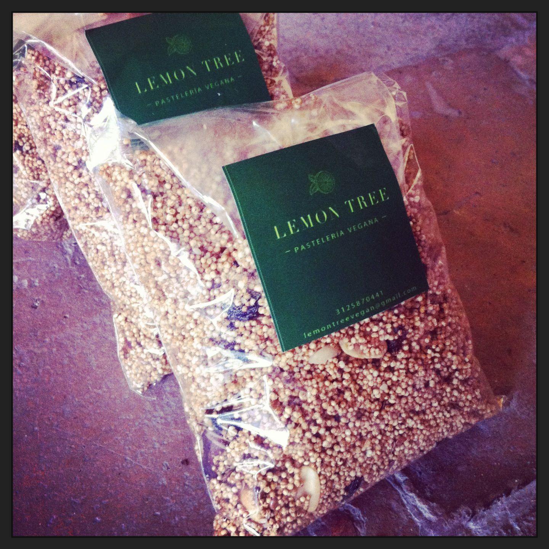 Granola: Amaranto, almendras, nueces, uvas pasas, linaza, amapola, ajonjolí y panela