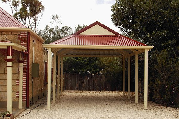 I really love the interesting roof on this carport. I like