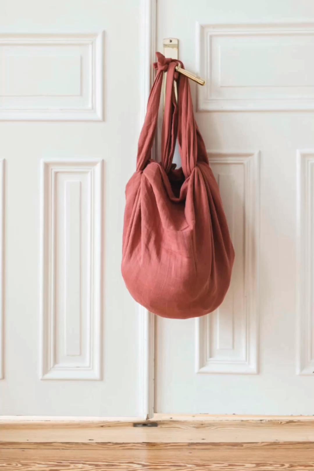 Nur geknotet! DIY Furoshiki Tasche aus einem Tuch