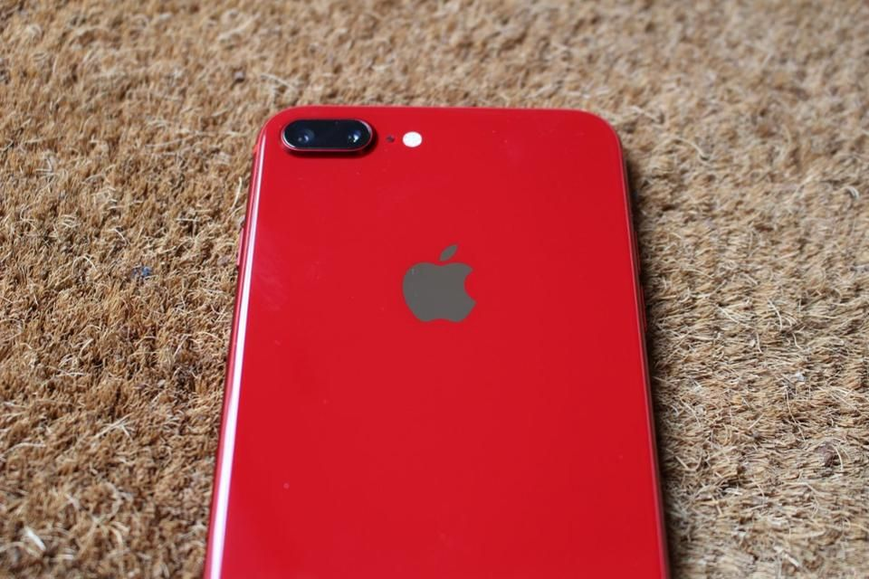 Apple Iphone 8 Plus Product Red 1st Photo Review 7 Things You Need To Know Iphone Iphone 8 Plus Apple Iphone
