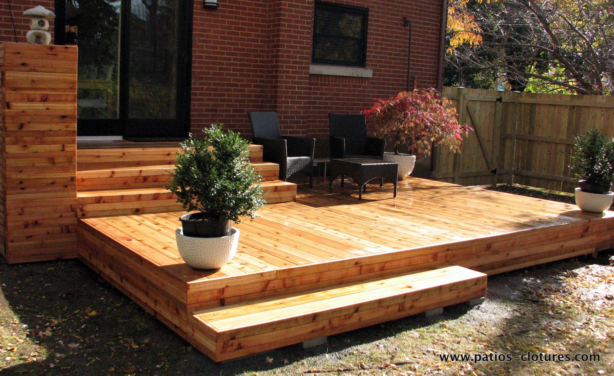 patio 2 niveaux en bois traité brun et plastique | backyard