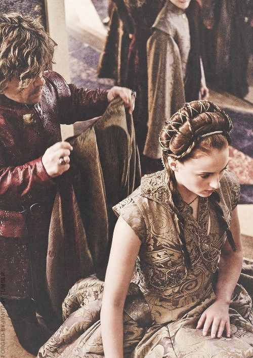 Tyrion & Sansa at their wedding Sansa was soo mean!!Couldnt she knee down and forget her fucking pride for one moment???