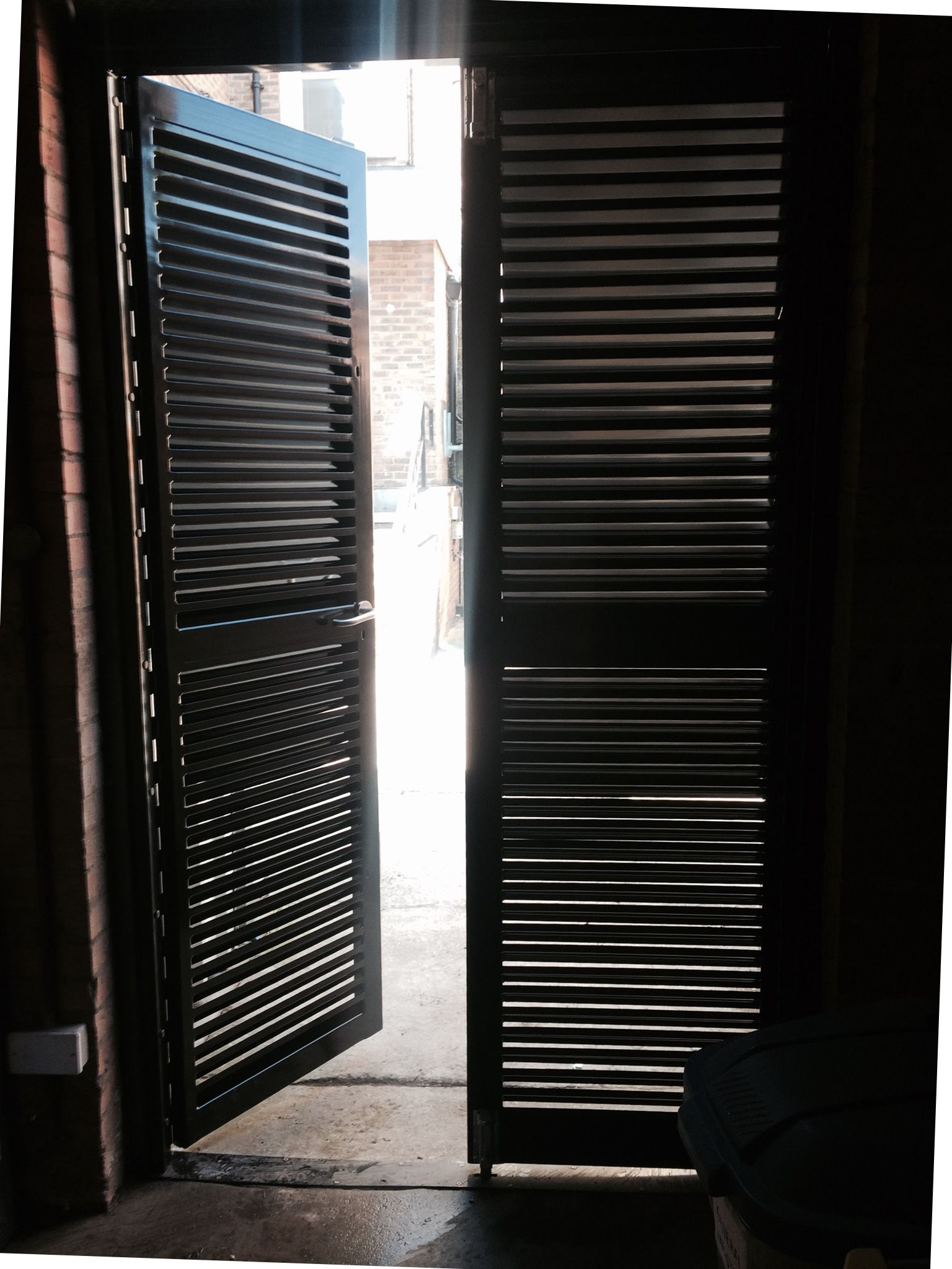 Our RSG8200 Louvre Door fitted to an industrial plant\u0027s room in Mitcham. : louvred door - pezcame.com