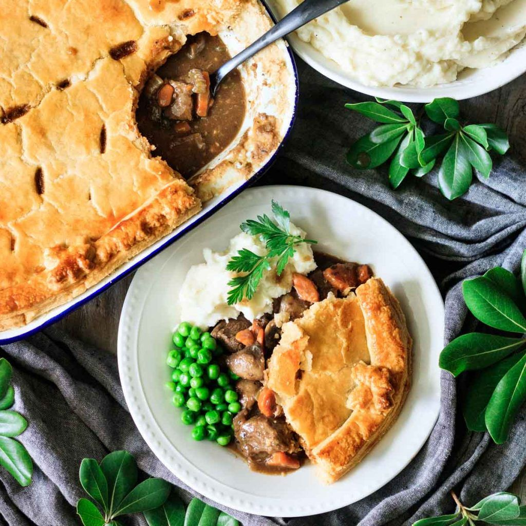 How to Cook Steak and Ale Pie | Recipe in 2020 | Steak and ...