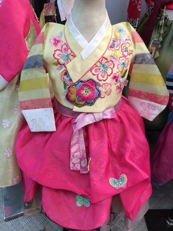 Korea Culture @Korea__Culture  1월 5일 한복 꽃신 Korea Culture http://koreafood.tistory.com/m/post/129