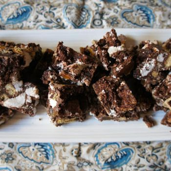 Vegan pebble road (chocolate marshmallow slice with dried ...