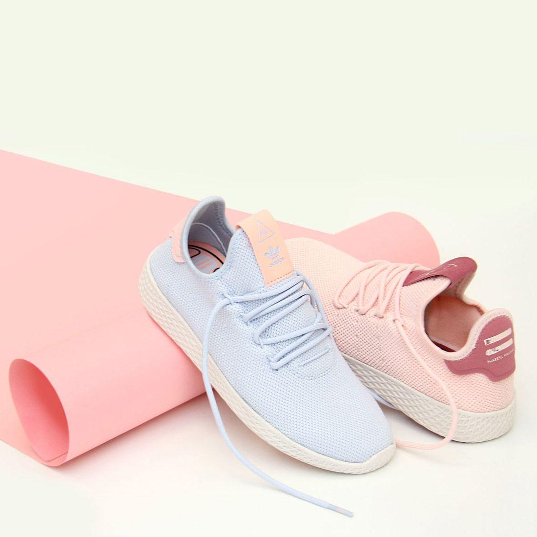 super popular 328c8 30de7 Un toque de color pastel ¿azul o rosa  Zapatillas Pharrell Williams Tennis  Hu de Adidas Originals  zacaris  newcollection  aw18  shoponline