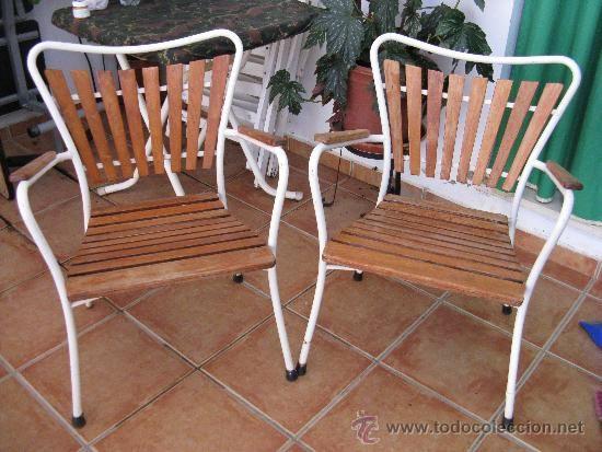 Pareja de sillas de jardín en madera y hierro, años 50-60. Medra sana. 72 € + 20 €