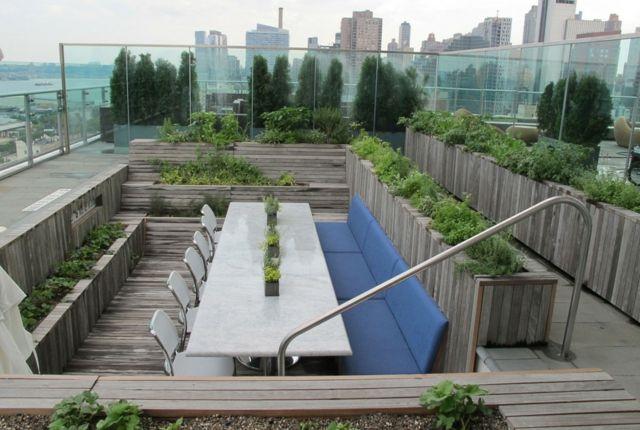 Gestaltung Dachterrasse gestaltung dachterrasse pflanzkübel holz lang eichenholz schöne