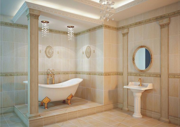 Idea come arredare bagno piccolo stile classico con colonne greche lampadari a sospensione di - Lampadari bagno classico ...