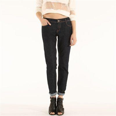 Pimkie.fr : Le bon délavage, la bonne coupe : le slim est LE jean à avoir dans son dressing.