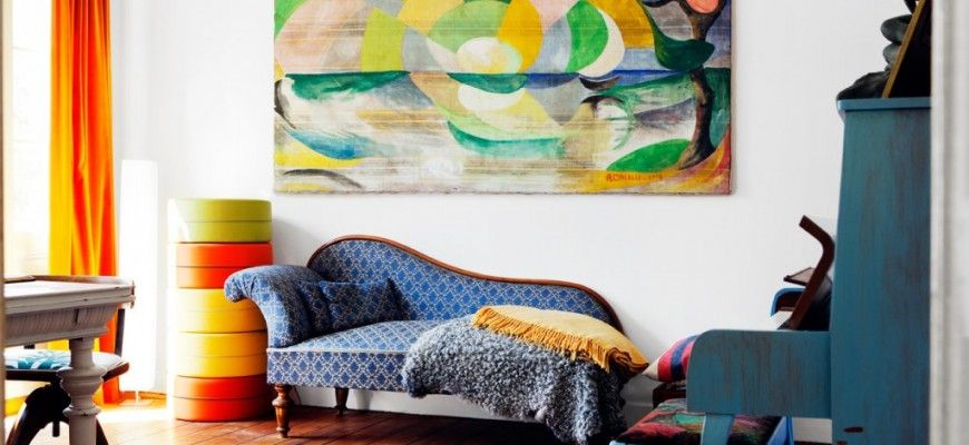 De woonkamer inrichten met felle kleuren!