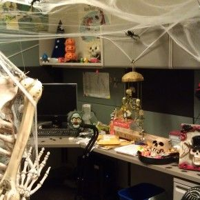 Ghost Themed Office Area From Getitcut Com Work Cubicle Decor Halloween Cubicle Decorate My Cubicle