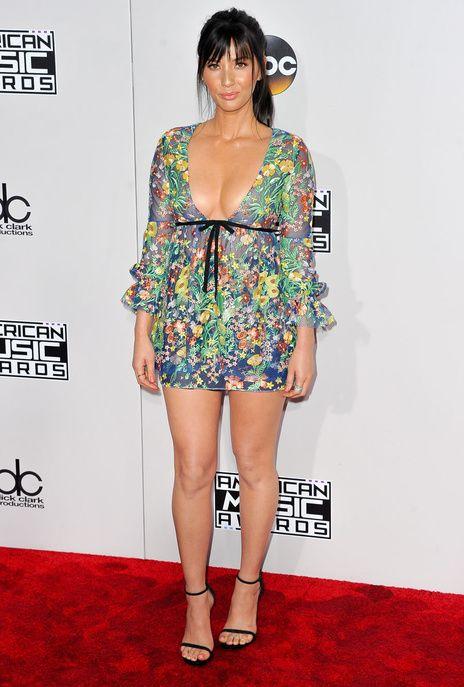 Olivia Munn aux American Music Awards 2016
