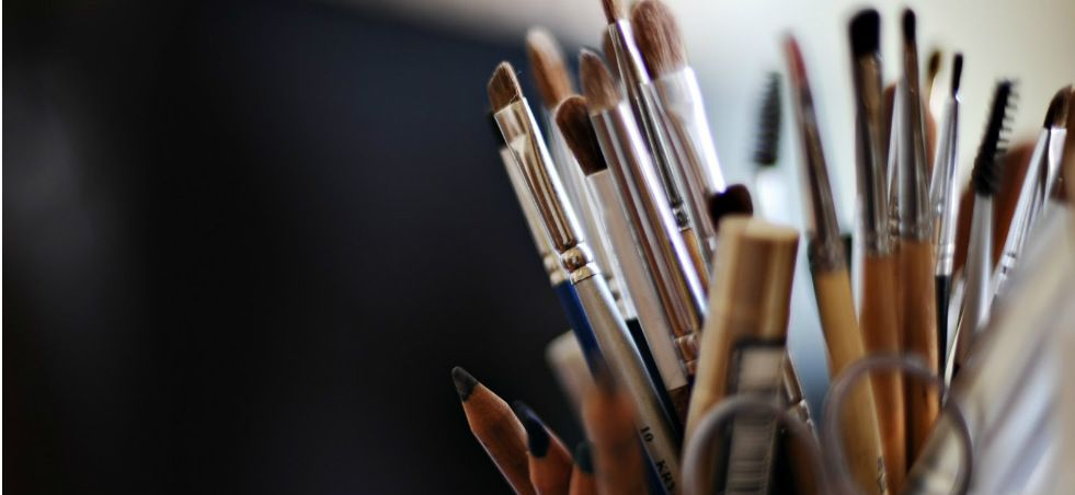 Descubre todo sobre Cómo limpiar tus útiles de maquillaje. Entra en WeLoverSize.com e informáte.