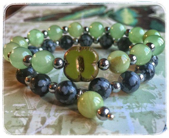 Bracelet noir et vert en pierres semi par SAUCHAinspirations