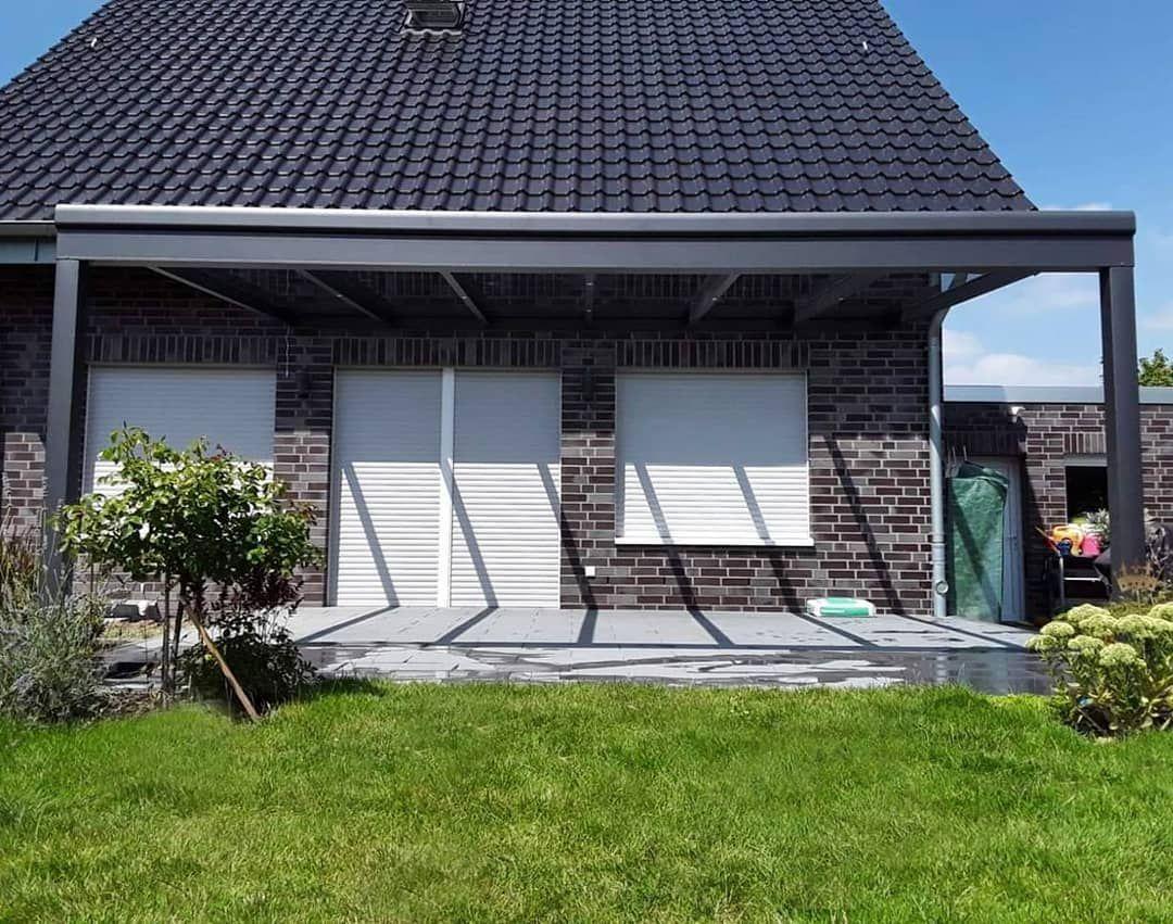 Individuelle Terrassenuberdachung Mit Integrierter Led Beleuchtung Nach Mass Auf Nur Zwei Pfosten In A Garten Design Terrassenuberdachung Uberdachung Terrasse