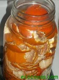 Vinagre con cáscaras de naranja. Reposar 10 días y usar para QUITAR MANCHAS y como limpiador multiuso. Más tips en este blog