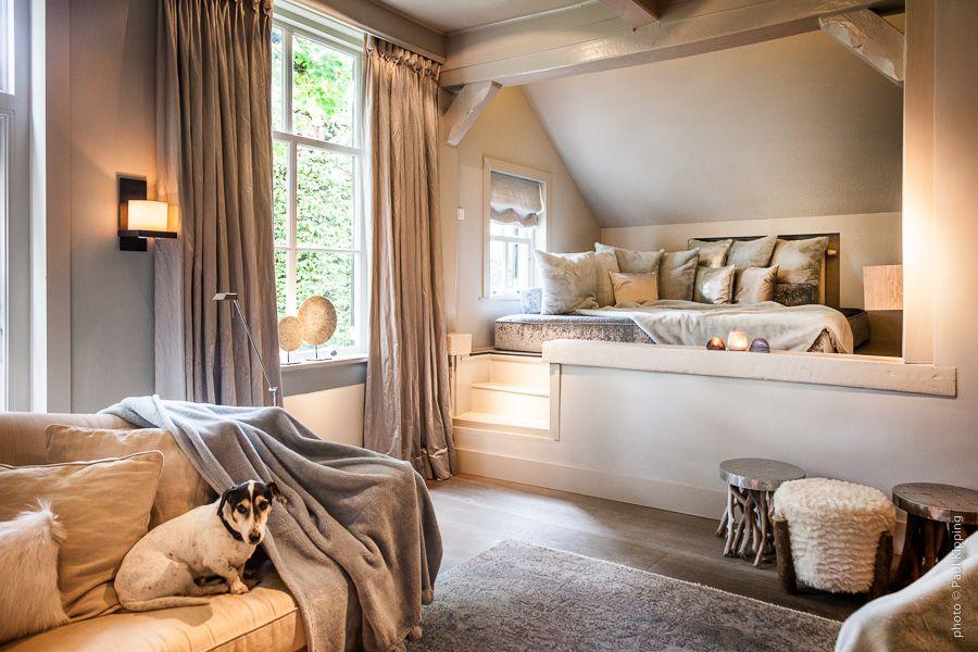 Slaapkamer in klassieke stijl en taupe kleuren  Creative