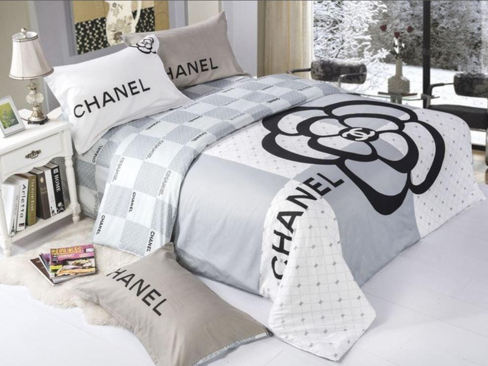parure de lit chanel recherche google acheter pinterest parure de lit parure et chanel. Black Bedroom Furniture Sets. Home Design Ideas