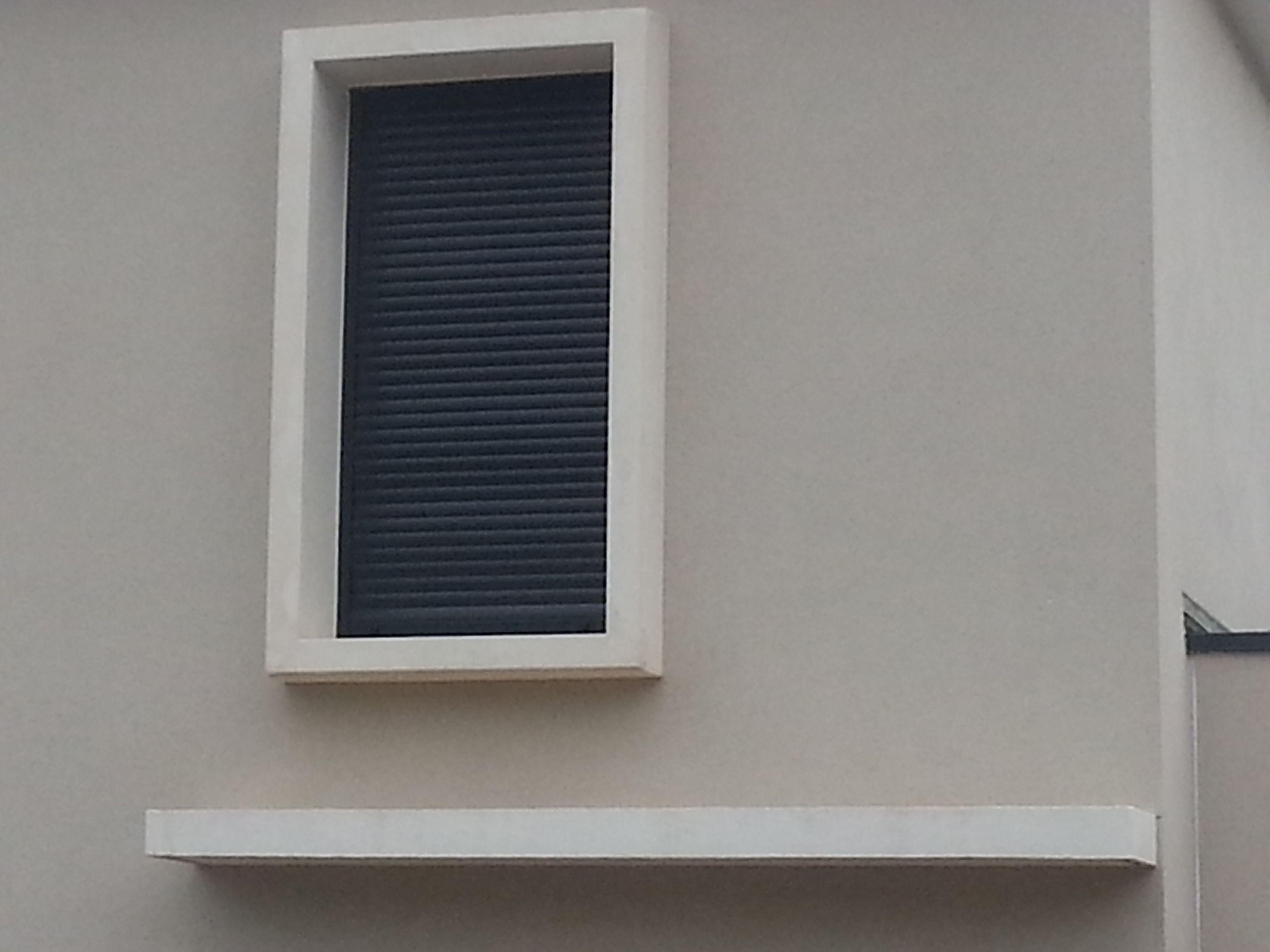 Cadre Evasion Sur Maison Individuelle De Chez Compobaie Solutions Encadrement De Fenetre Modele Facade De Maison Peinture Maison Exterieur