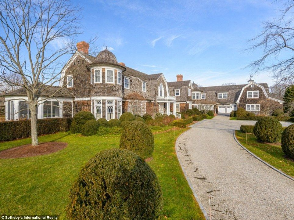 Inside the luxurious million dollar hamptons holiday for Super mega mansions